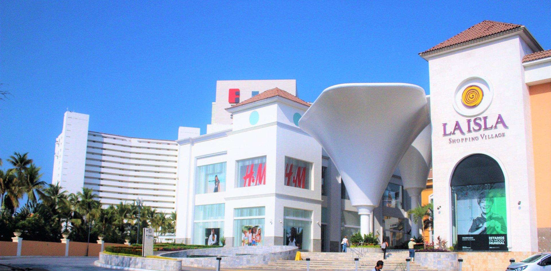 La-Isla-Mall-in-Puerto-Vallarta