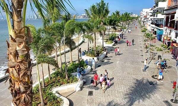 people watching on malecon in Puerto Vallarta - Play on Banderas Bay